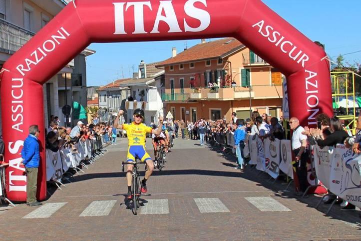 Trofeo Addesi Cycling 09042017 arrivo Garofoli